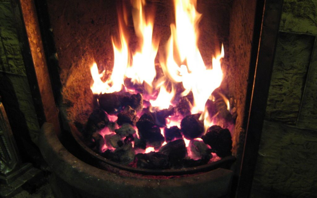 Tips for starting a fire without kindling